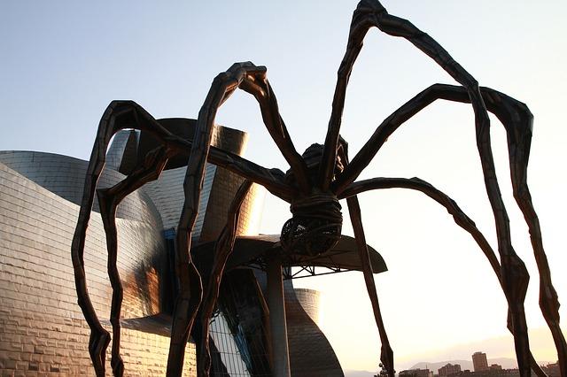 museo guggemheim y escultura de araña en Bilbao